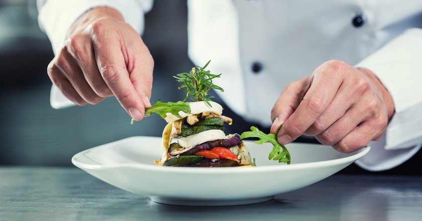 Chef preparing meal | © Kzenon/Shutterstock