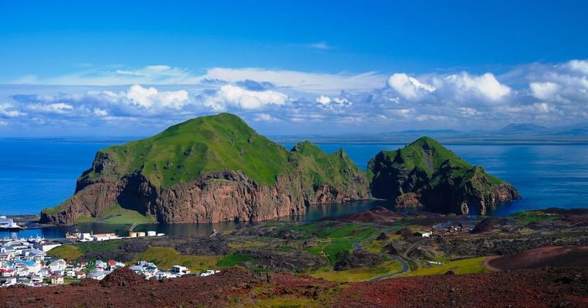 Heimaey island and city at Vestmannaeyjar, Iceland | © Homo Cosmicos/Shutterstock