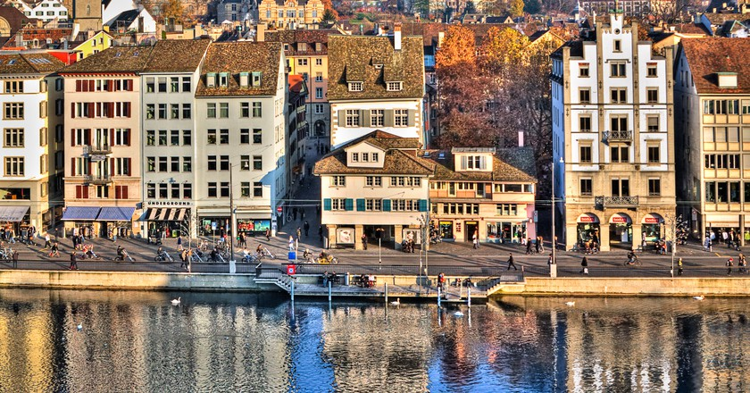 A Zurich postcard with a view of the Limmat river. Single exposure tonemapping using Photomatix.