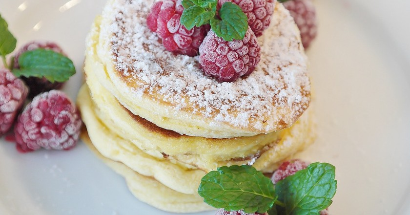 Pancakes and berries for brunch|©RitaE/Pixabay