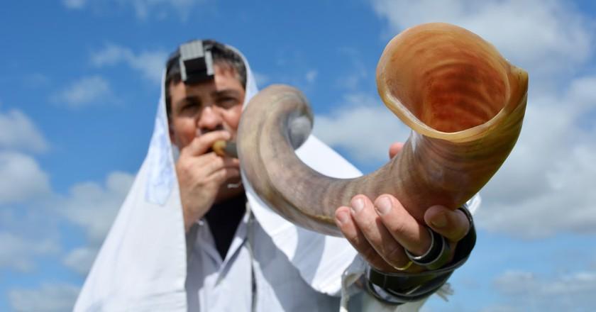Jewish man blows Shofar   © ChameleonsEye/Shutterstock