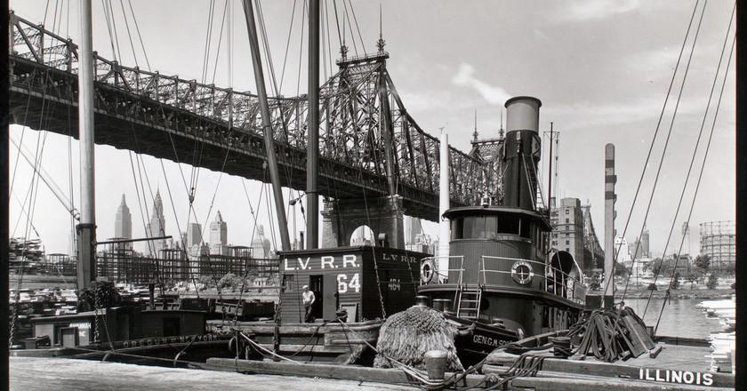 1930s - Queensboro Bridge II. Long Island City, Queens, southwest from pier at 41st Road (Berenice Abbott) | © Tomáš Marounek/Flickr