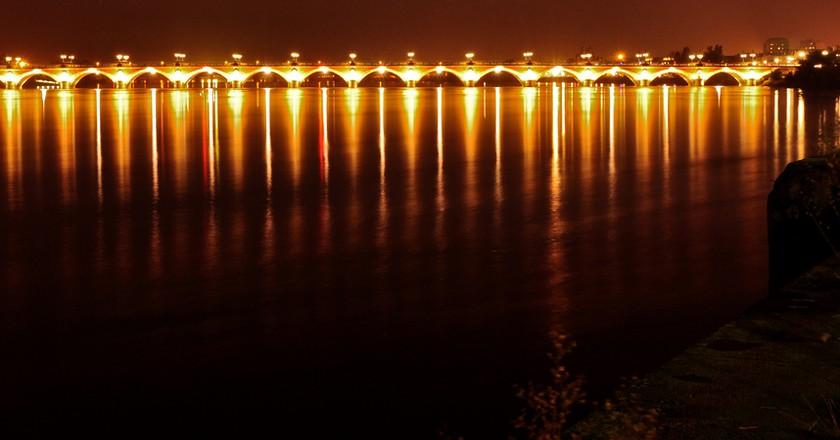 Bridge over the Garonne River, separating Bordeaux & La Bastide   ©  Geoff Livingston/Flickr
