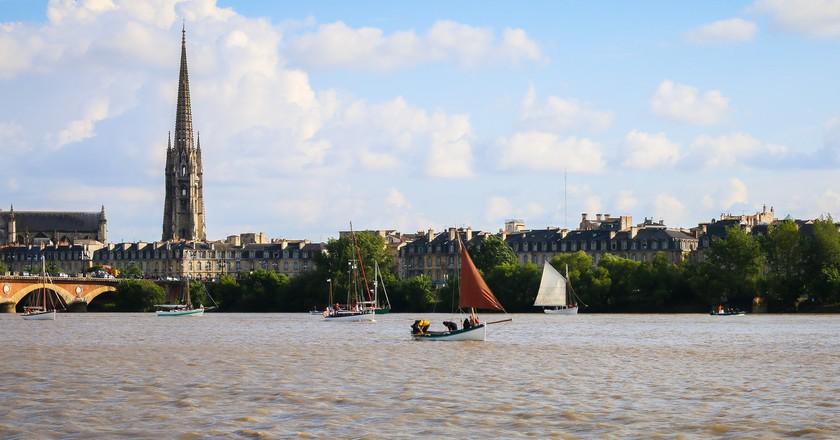 Basilique Saint-Michel and Pont de Pierre | © Blaye Côtes de Bordeaux/Flickr