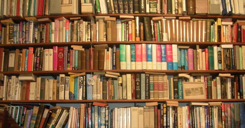 Wall of Books   © benuski/ Flickr