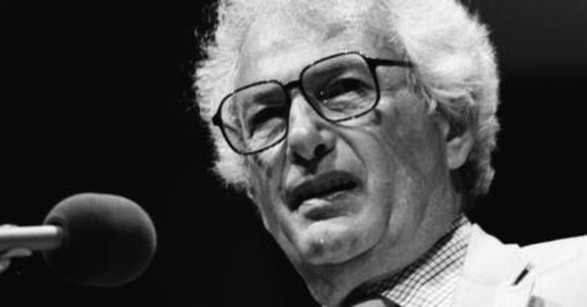 Joseph Heller: Satirising the Absurdity of War