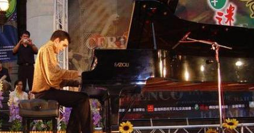 Young Pianist Plays Modern Flamenco From Gibraltar To Asia
