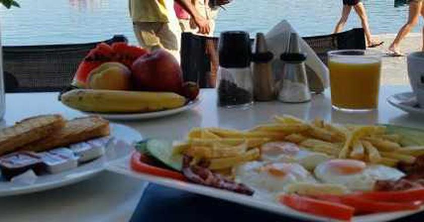 The Best Breakfast And Brunch Spots In Mykonos, Greece