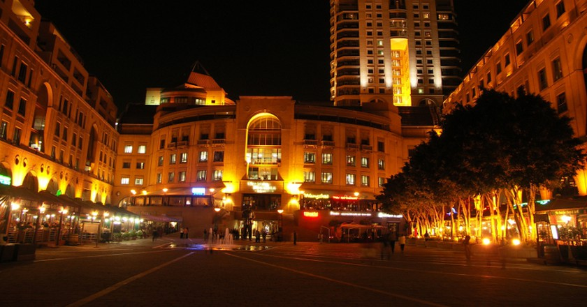 Michelangelo Towers Hotel view from Nelson Mandela Square   © NJR ZA/WikiCommons