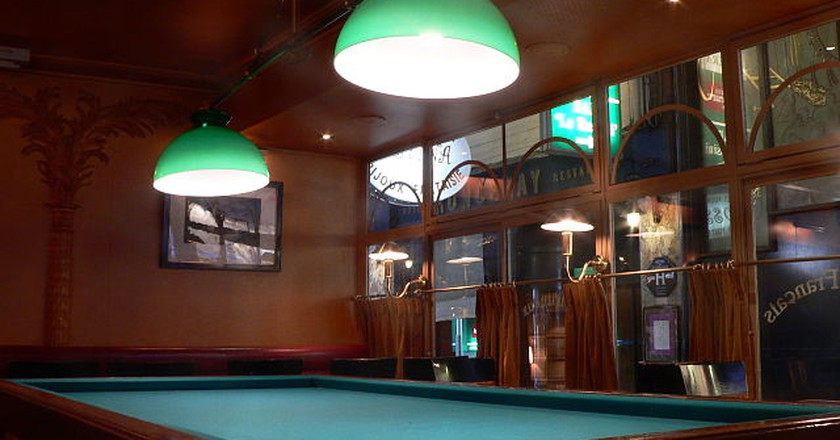 Pool table in a bar   © WikiCommons