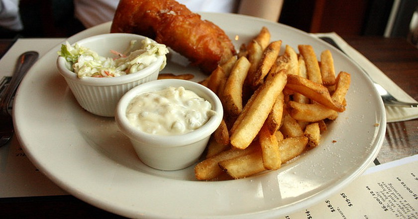 Fish and chips at Iron Hill Brewery | © Krista/Flickr