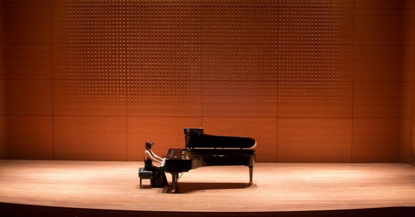 Klara Min performing at Alice Tully Hall, 11/08/12. Photo by Chris Lee