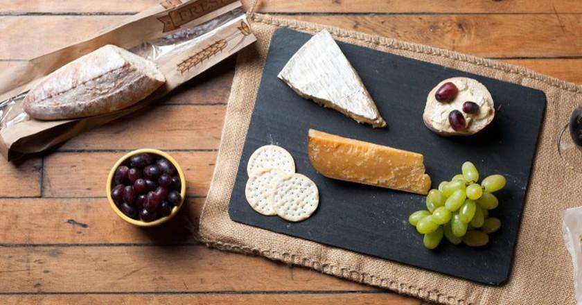 Wine & Cheese Platter | © Jordan Johnson/Flickr