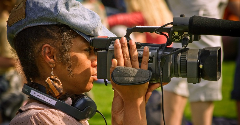 Female videographer © Garry Knight/Flickr