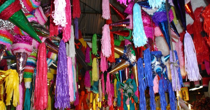 Traditional piñatas in a Mexican market | © Andy king50 / WikiCommons