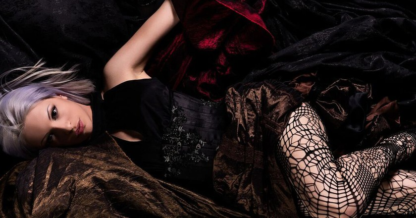 Image courtesy by M.A.D. Fashion, Corset by Lyris Designs, skirt by Clockwork Butterfly,  Photograph by Teardrop Studio,  Model: Silhouettê d'Amour