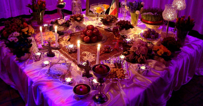 Haft-Seen Table preparation in Holland | © Pejman Akbarzadeh | WikiCommons