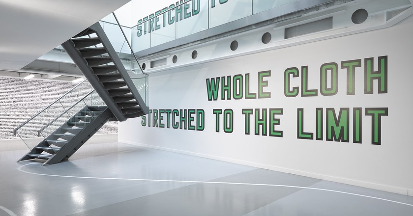 Lawrence Weiner, WHOLE CLOTH STRETCHED TO THE LIMIT, 2013/2017 | Courtesy Lisson Gallery