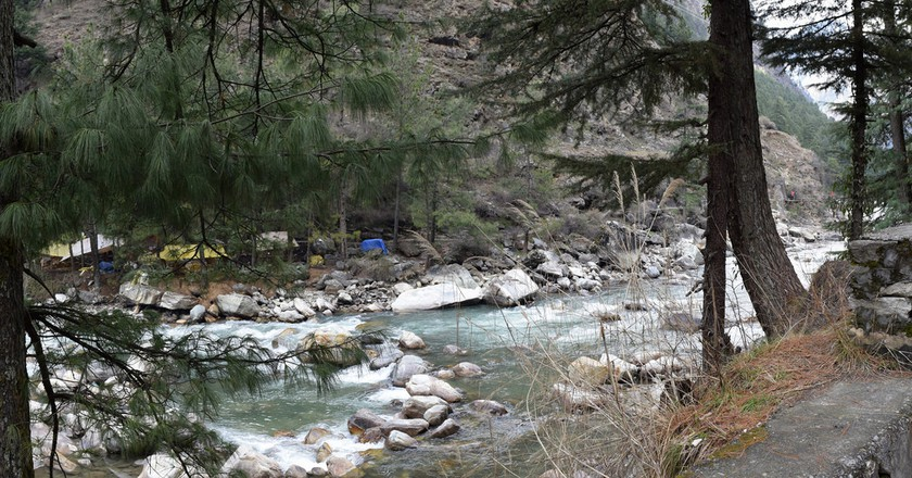 The Parvati gushes around Kasol | © Ashish Gupta/Flickr