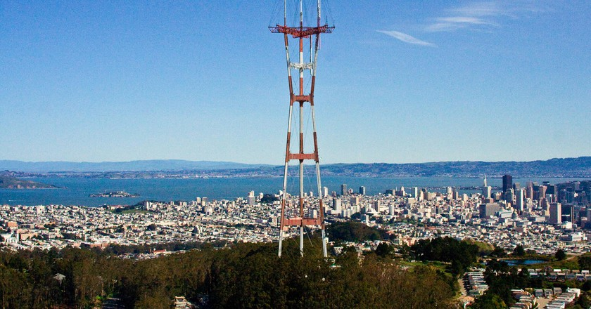 Sutro Tower with a view of the Bay © Matt Biddulph/Flickr
