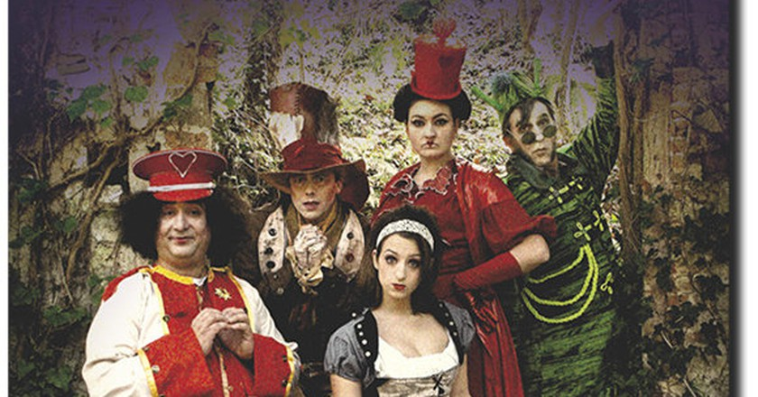Experience Alice In Wonderland With Escapade Theatre