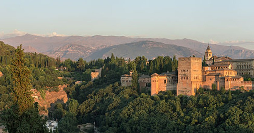 The History Of The Alhambra In 1 Minute