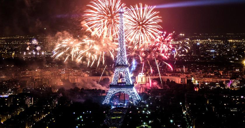 feu d'artifice du 14 juillet 2013 sur le sites de la Tour Eiffel et du Trocadéro à Paris vu de la Tour Montparnasse - Fireworks on Eiffel Tower   © Yann Caradec/Flickr