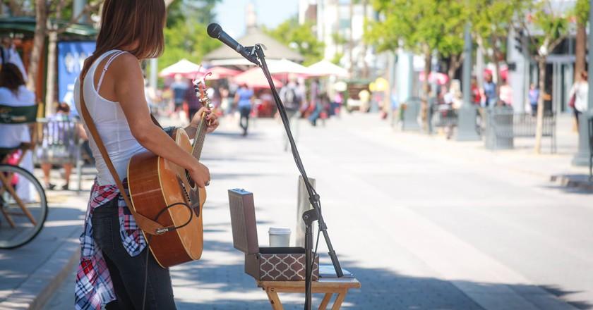 Chelsea Williams performing on 3rd Street Promenade in Santa Monica, CA.  Courtesy of Chelsea Williams