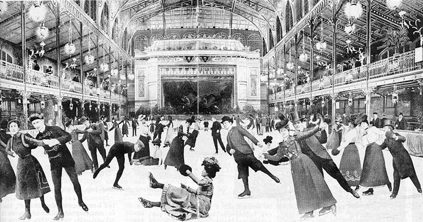 Ice skaters in the 'Pôle Nord' in the Central Halles Palace (1893- 1914 | © Anonymous/WikiCommons