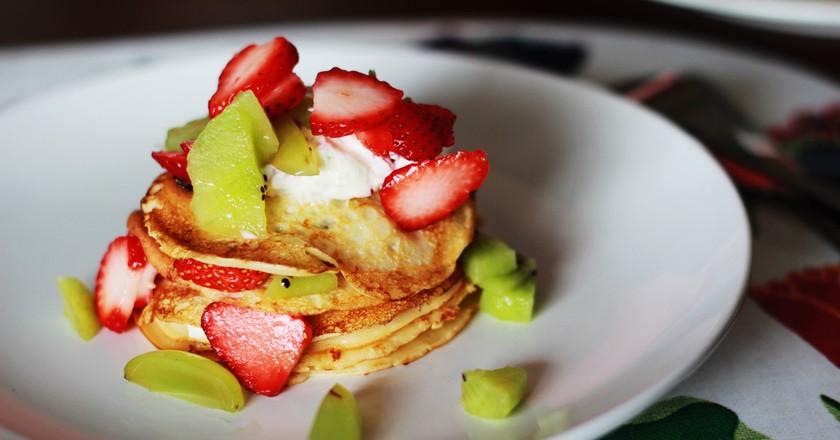 Pancakes with fresh fruit | © Japanexperterna / WikiCommons