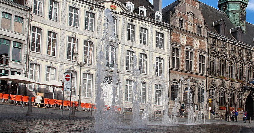 Mons' Grand Place with 15th century City Hall   © Jean-Pol GRANDMONT/WikiCommons
