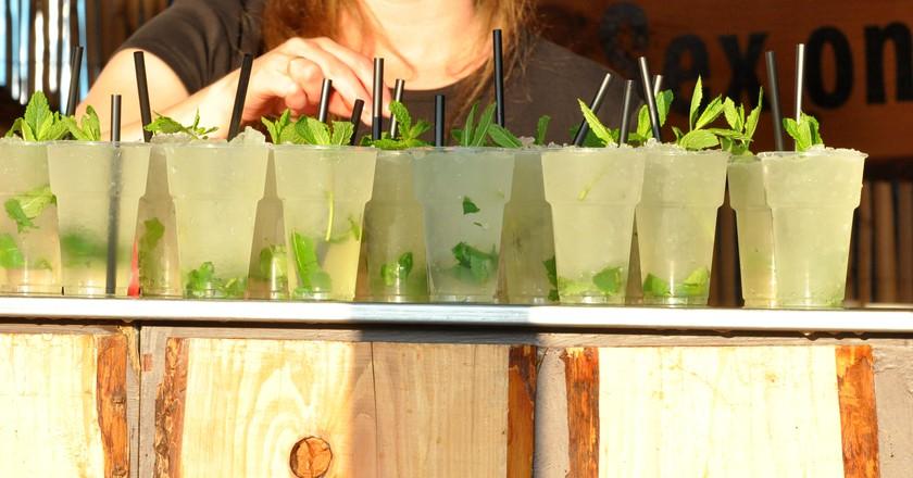 Cocktails at Paaspop 2014 | Achim Raschka / Wikimedia Commons