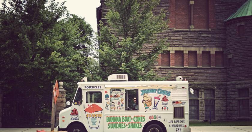 Toronto Food Truck | © Daniel MacDonald / Flickr