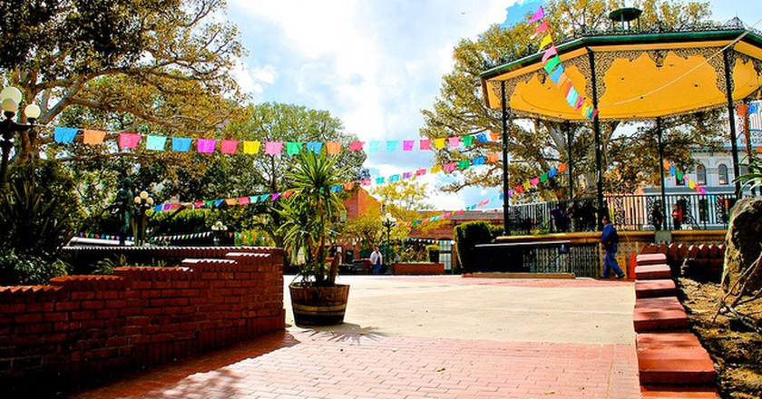 Olvera Street Plaza © mcflygoes88mph/Flickr
