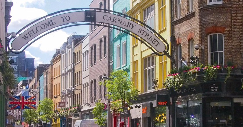 Entrance to Carnaby Street|©Grobie/Flickr