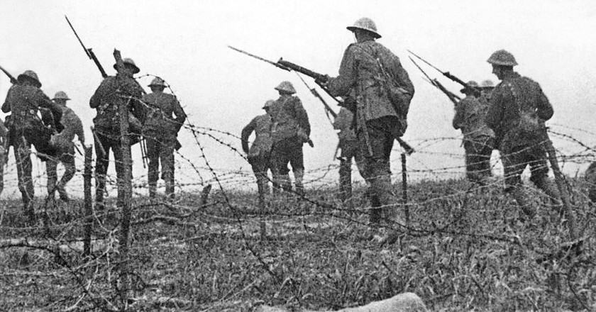 British troops advancing in a staged scene for The Battle of the Somme|WikiCommons