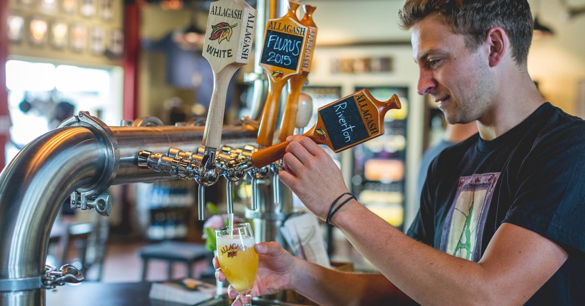 Thaddeus pouring Riverton | © Allagash Brewing/Flickr
