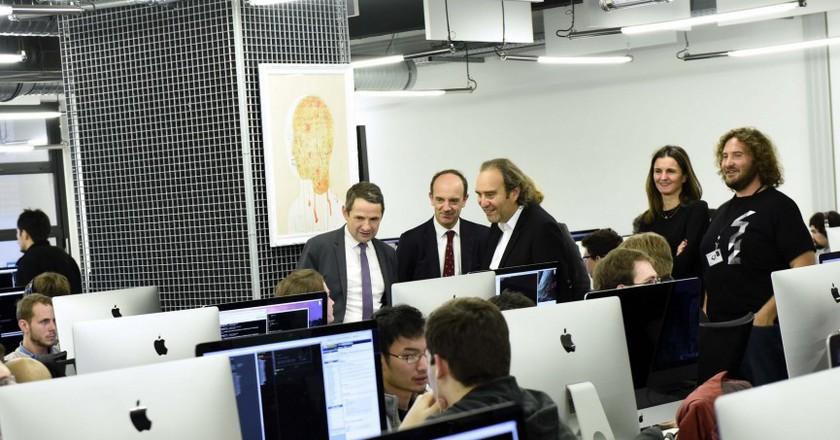 Xavier Niel with Education Minister Thierry Mandon at l'École 42 © Enseignement supérieur et Recherche/Flickr