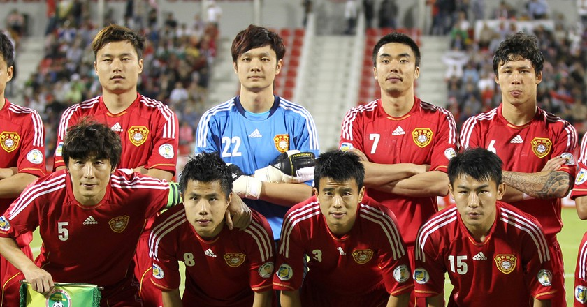 The Chinese national team lineup before a match against Qatar | © Wikimedia Commons