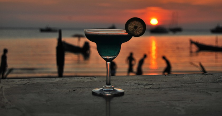 Cocktail and sunset © Sarah Larkin/Pixabay