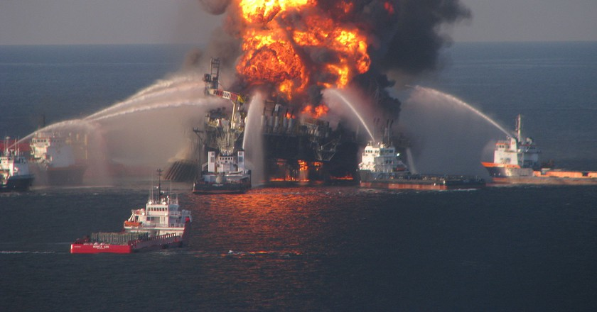 Deepwater Horizon explosion on the Gulf coast of Mexico| © United States Coast Guard/WikiCommons