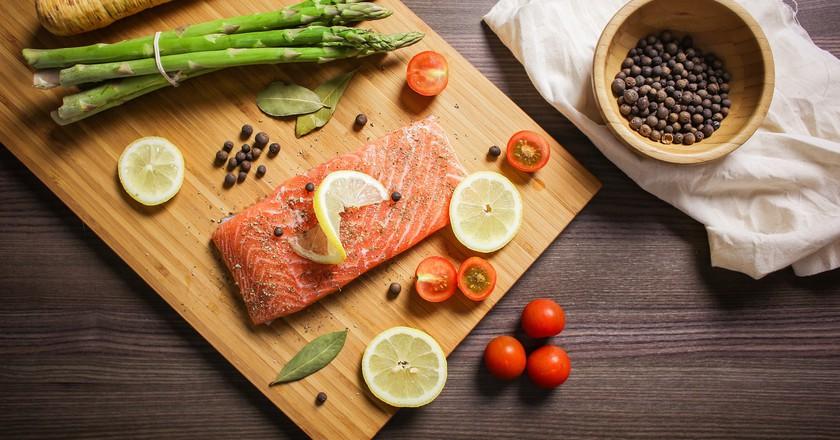 Salmon and veggies. via Pixabay