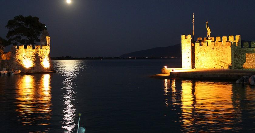 Nafpaktos Castle At Full Moon | © Vasilis Konstantinou/WikiCommons