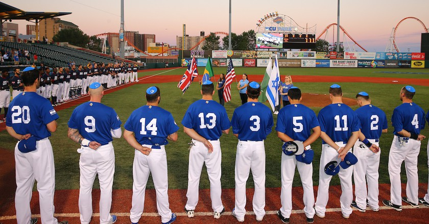 Team Israel prior to Game 2 of the 2016 World Baseball Classic Qualifier | © Alex Trautwig/MLB Photos via Getty Images