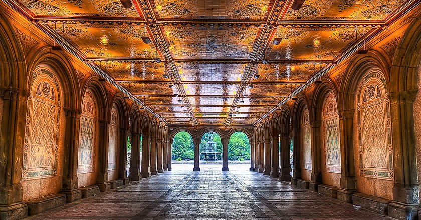 https://commons.wikimedia.org/wiki/File:Early_morning_view_under_Bethesda_Terrace,_Central_Park,_NYC.jpg