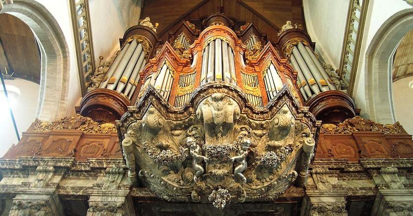 Inside de Oude Kerk | © BetacommandBot / WikiCommons