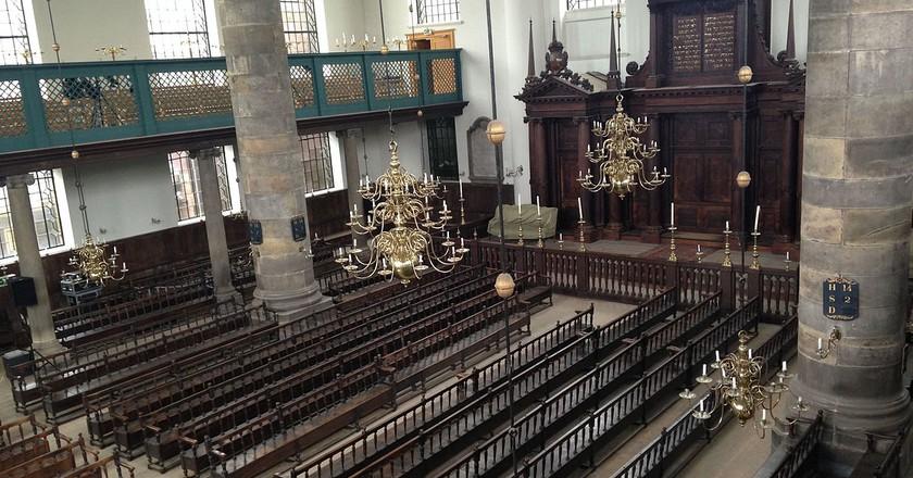 Inside the Portuguese Synagogue, Amsterdam | © Chajm Guski / WikiCommons