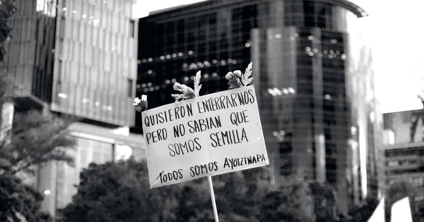 Todos somos Ayotzinapa (We're all Ayotzinapa) | © jazbeck/Flickr