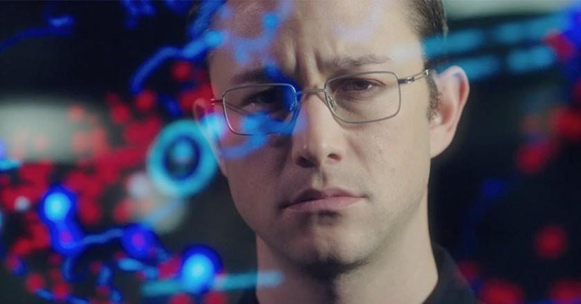 To tell or not to tell? Edward Snowden (Joseph Gordon-Levitt)   © Open Road Films