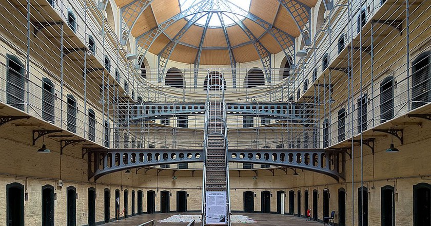 Kilmainham Gaol cells hall | © Velvet/WikiCommons